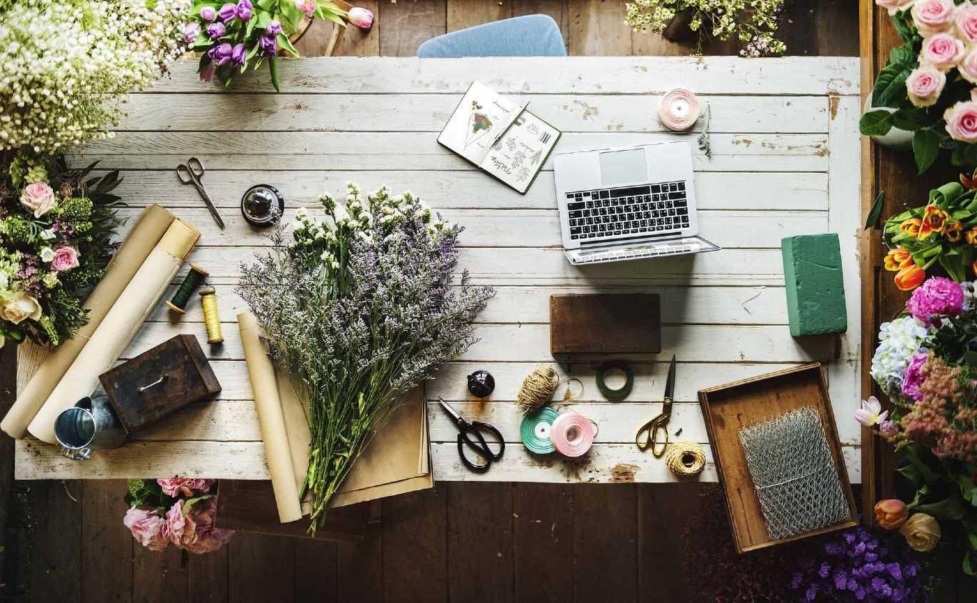 Floral Desk Apple Laptop Buisness Evolved